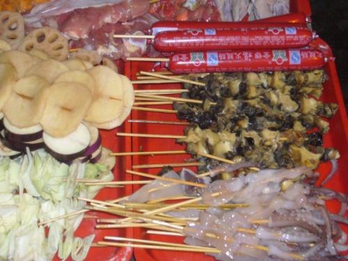 Вкусняшки ждут своей очереди на обжарку, Китай