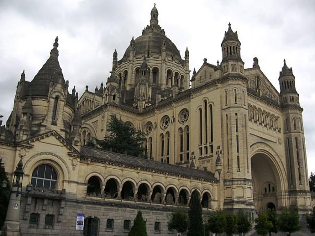 Большая базилика маленькой Терезы