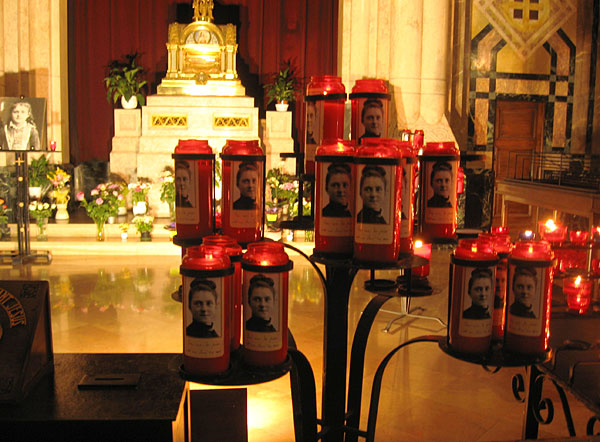 свечи с портретами Терезы
