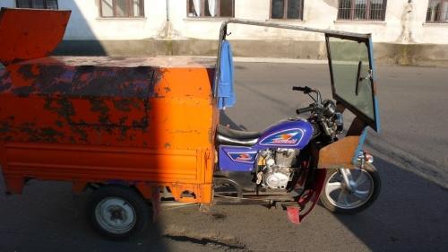 Мусороуборочный мотоцикл Keweseki. Ну чем не Индия?