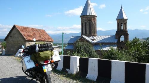По дороге на Тбилиси, невдалеке от Гори.