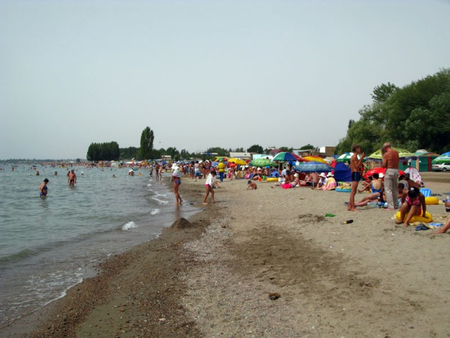 Пляж в одной из деревень недалеко от Чолпон-Аты
