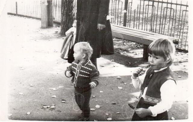 Я с детства была не жадная,а потому конфет у меня было всегда на одну меньше,а у сестры на одну больше:))))