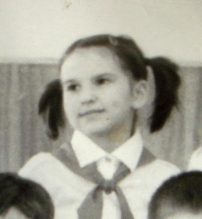 С классной фотографии в третьем классе, пионерка-чебурашка))