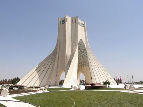 Площадь Азади и монумент «Свобода в представлении иранцев»