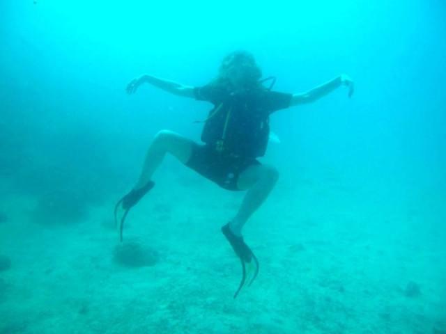 ..хотела грациозно...как русалка...