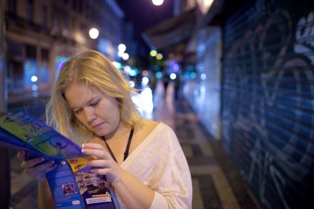блондинка и карта)