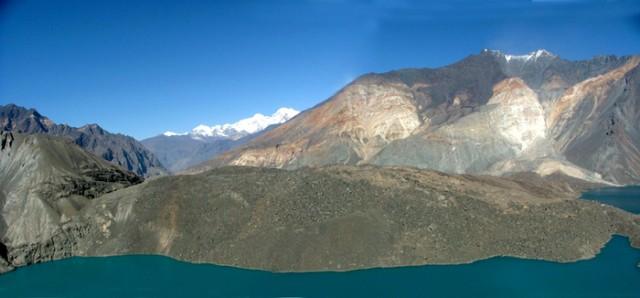 Высокогорное озеро Сарез, образованный во время землятресения 1911 года. Длина 70 км.