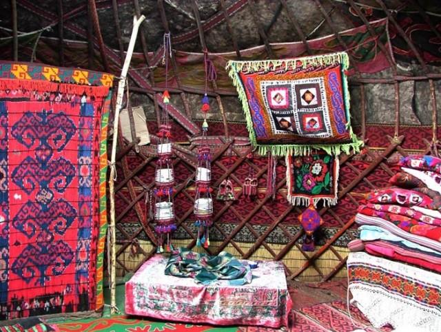 Убранство киргизской юрты.