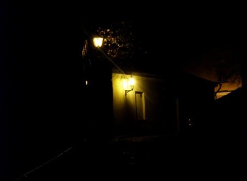 темная улочка