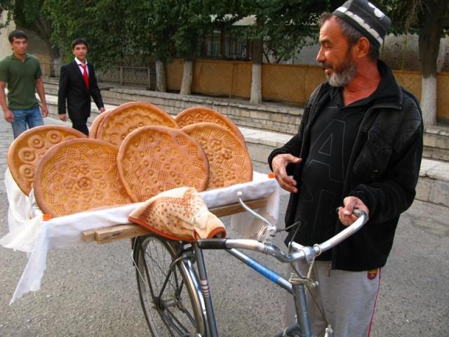 Продавец хлебов...