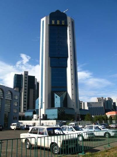 Здание государственного банка. Банкомата нет даже там.