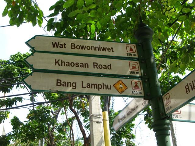 Указатели на улицах Бангкока