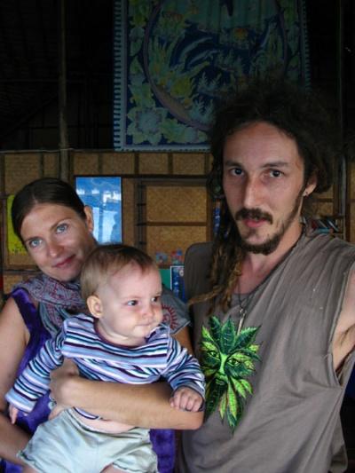 А вот жжшный Cosmo с женой и дочкой..