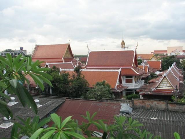 Вид из номера отеля на улице Сои Рамбутри