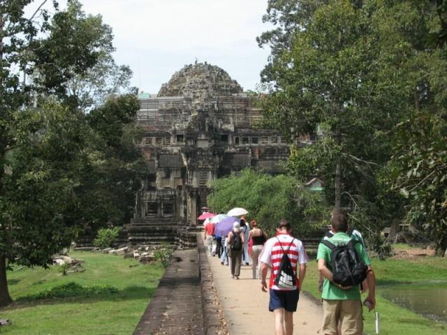 Гигантский пирамидальный храм на реставрации