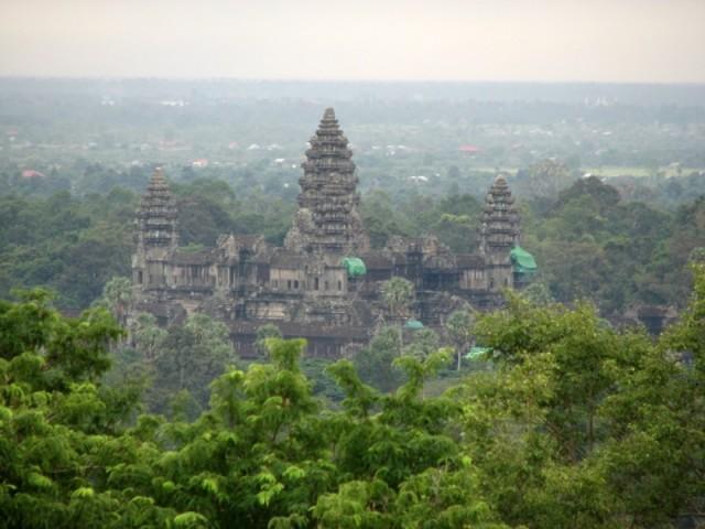 Вид на Ангор Ват из Пном Бакенг