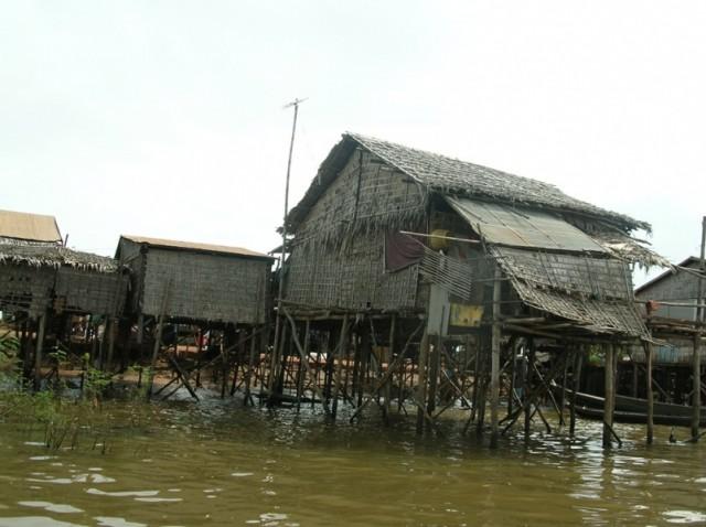 деревня на озере  Тонле-Сап