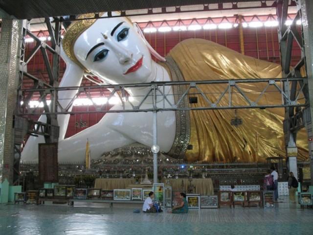 прилегший Будда