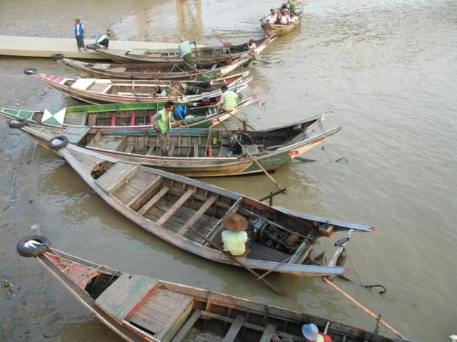 У реки Янгон
