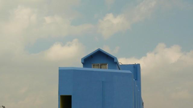 Гостинница Шри Деви - прям рядом с храмом - 350 рупий, высокая, классная крыша, рекомендует ЛП - проверенно Сосо :)