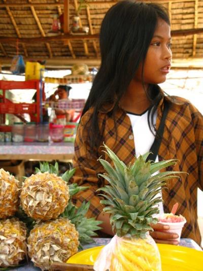 Продавщица ананасов