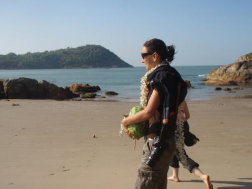 имнeинница  на пляже