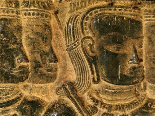 Серьезные кхмерские воины. Фрагмент барельефа в Ангкор Вате