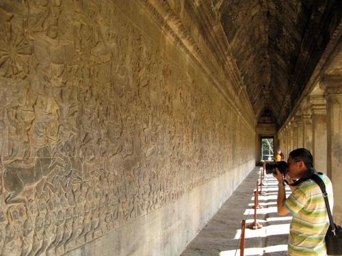 Грандиозные индуистские барельефы в Ангкор Вате