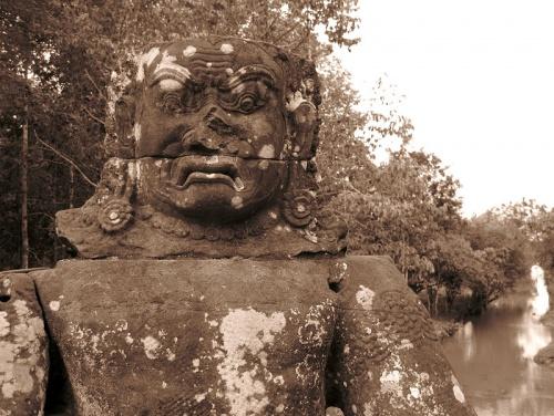 Демон, оригинальная скульптура. Ангкор Том