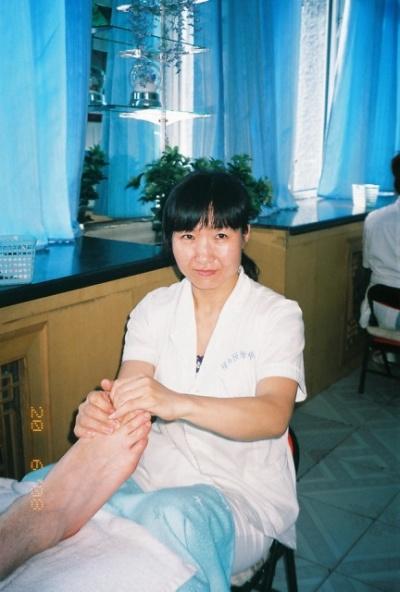 Девушка массажистка.