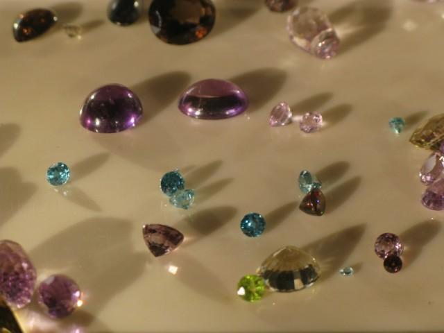 Полудрагоценные камни в лавке