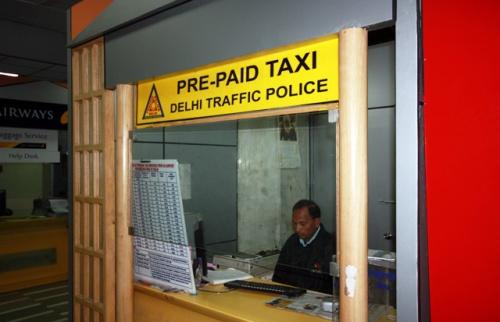 Prepaid Taxi до Domestice-терминала - 170 рупий и 20 минут пути.