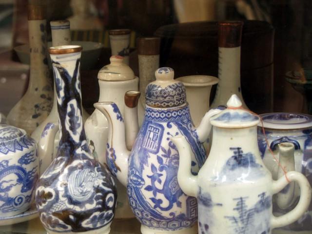 Китайский фарфор в антикварной лавке, Сайгон