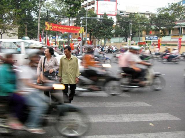 Искусство переходить дорогу в Сайгоне