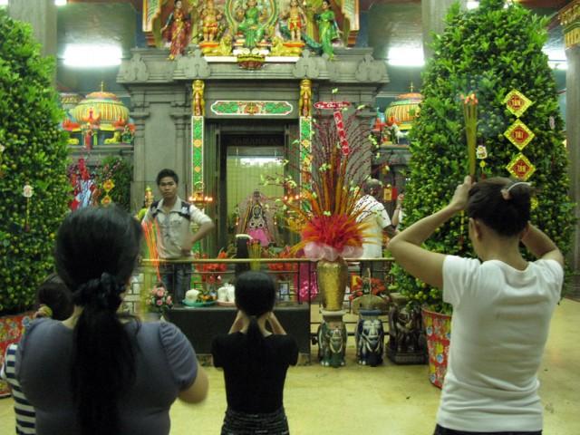 Вьетнамцы поклоняются Дурге в Сайгоне