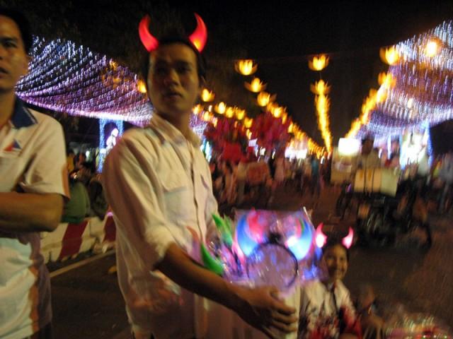 Народные гуляния. Хо Ши Мин (Сайгон)