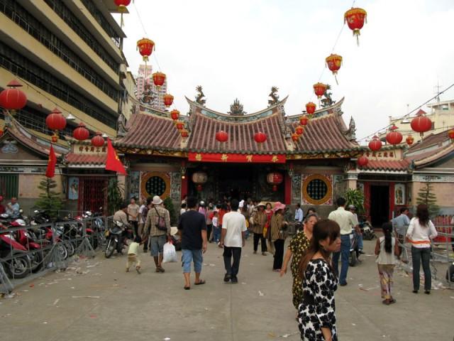 Новогодние хождения по пагодам Чолона. Хо Ши Мин