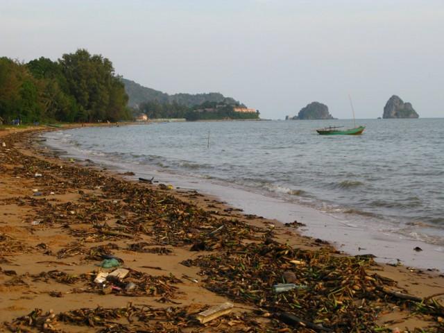 Это распиаренный в Lonely Planet пляж в Хон Чонге...