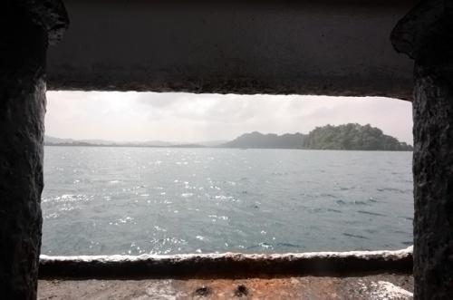 Через несколько часов заходим в бухту острова Хэвлок.