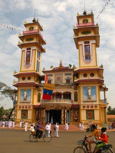 Храм каодаистов в Таи Нине