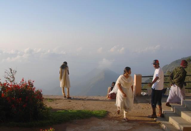 однажды утром подвалил целый автобус индийских туристов