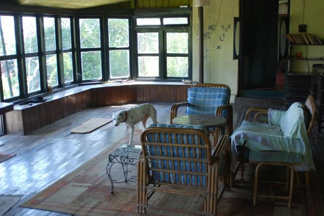 а это самый лучший частный дом, весь набитый антикварной мебелью и разными милыми домашними раритетными вещицами, 400 рупий но очень холодно ночью....