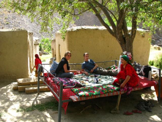 Топчан – идеальное место для чаепития и отдыха