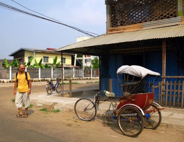 """Лаосская велорикша """"сам-ло"""" - стильная штука, но редко встречающаяся"""