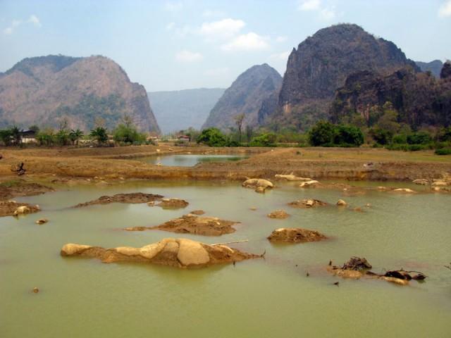 Пейзаж в центральном Лаосе