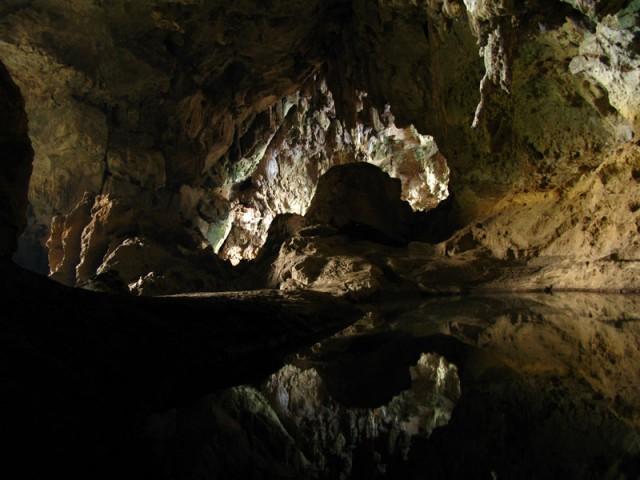 Подземное царство пещеры Сиенг Лиеп