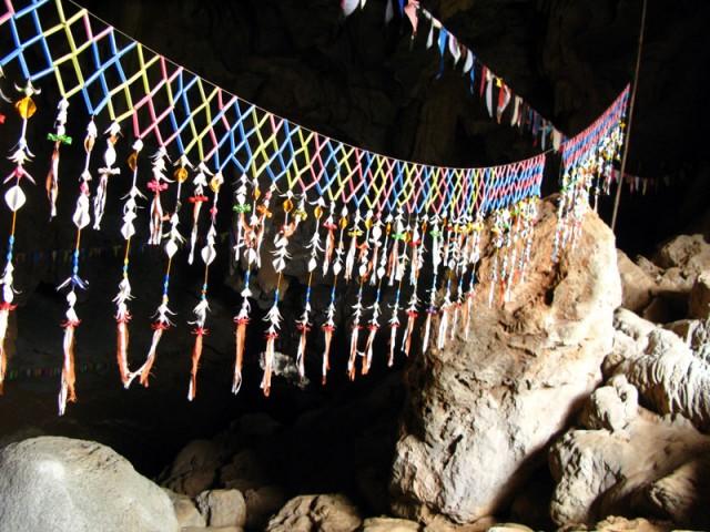 В пещере Са Фа Ин