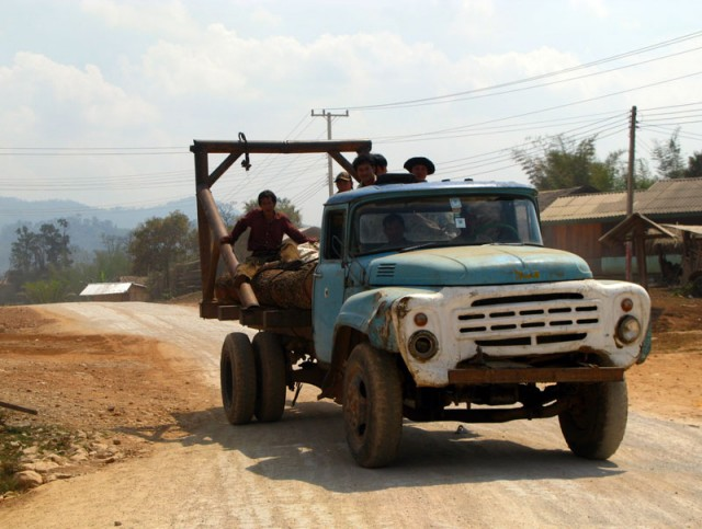 ЗиЛ на лаосских дорогах