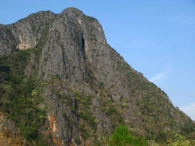 Пещера на вершине горы